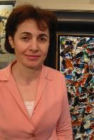 Arévik Vardanyan, conseillère en art, muséologue. Maîtrise en histoire de l'art de  l'Université d'état pédagogique d'Erevan, Arménie en 1989. DESS (Diplôme d'étude supérieure spécialisée) en muséologie de l'Université Laval, Qc/2003.